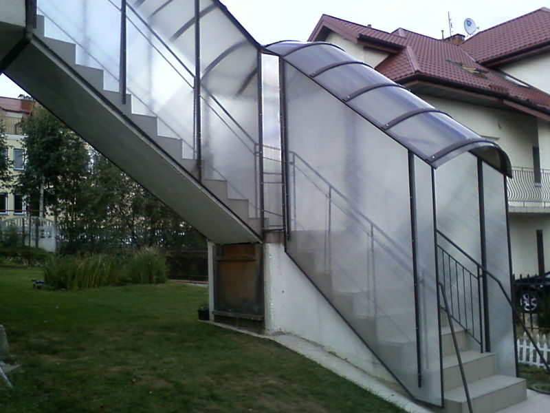 навес над лестницей из поликарбоната своими руками